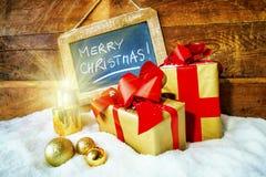 Geschenkboxen und Kerzen für Weihnachten Lizenzfreie Stockfotos