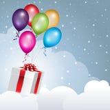 Geschenkboxfliegen in den Wolken mit Ballonen Lizenzfreies Stockfoto