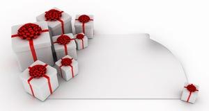 Geschenke über unbelegtem Weißbuch Lizenzfreies Stockfoto