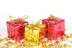 Geschenke auf weißem Hintergrund Stockfoto