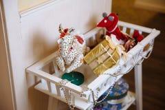 Geschenke der frohen Weihnachten und des neuen Jahres 2017, Spielwaren, Dekoration Concepy von Feiertagen Stockfotografie