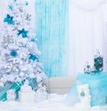 Geschenke des neuen Jahres Frohe Feiertage Blauer und weißer Hintergrund Lizenzfreies Stockfoto