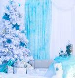Geschenke des neuen Jahres Frohe Feiertage Blauer und weißer Hintergrund Lizenzfreie Stockbilder