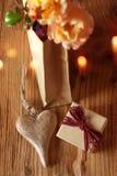 Geschenke mit Herzen und Blumen Stockbild