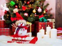 Geschenke unter dem Weihnachtsbaum. Lizenzfreie Stockfotos