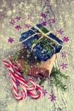 Geschenke am Weihnachtspaket Lizenzfreie Stockfotografie