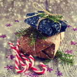 Geschenke am Weihnachtspaket Stockfoto