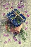Geschenke am Weihnachtspaket Lizenzfreie Stockfotos