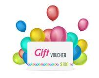 Geschenkgutschein gegen Hintergrund mit bunten Ballonen Lizenzfreies Stockbild