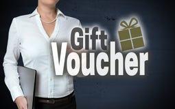 Geschenkgutscheinmit berührungseingabe bildschirm wird von der Geschäftsfrau gezeigt lizenzfreies stockfoto