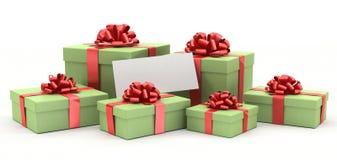 Geschenkkästen mit einer unbelegten Karte. Stockfotos