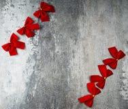 Geschenkkarte mit roten Bögen Lizenzfreies Stockfoto