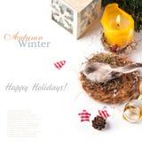 Geschenkkarte mit Vogel und Kerze Stockfotos