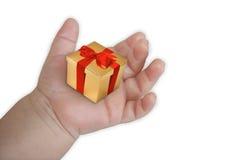 Geschenkkasten auf der Hand Stockfoto