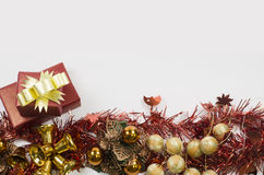 Geschenkkasten auf weißem Hintergrund Lizenzfreies Stockfoto