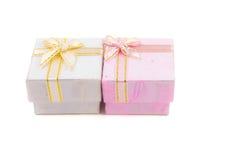 Geschenkkasten getrennt auf weißem Hintergrund Stockbilder