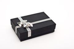 Geschenkkasten mit dem Farbbandkasten getrennt Stockbild
