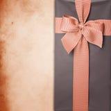 Geschenkkasten mit Farbband Stockbild