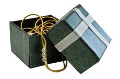 Geschenkkasten mit Gold und Diamantanhänger Lizenzfreies Stockbild