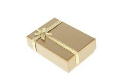Geschenkkasten mit goldenem Farbband stockfotos