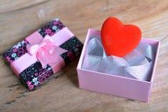 Geschenkkasten mit Innerem Lizenzfreies Stockfoto