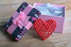 Geschenkkasten mit Innerem Lizenzfreie Stockfotos