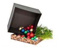 Geschenkkasten mit Kugeln der Schokolade Stockfotos