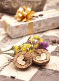 Geschenkkasten mit Mutter Lizenzfreies Stockfoto