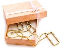 Geschenkkasten mit Schmucksachen Lizenzfreies Stockfoto