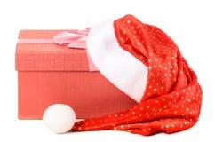 Geschenkkasten unter Sankt-Hut Stockbild