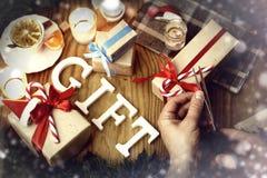 Geschenkweihnachtsholzhintergrund Lizenzfreie Stockbilder