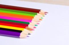 Gescherpt die potlood op witte achtergrond wordt geïsoleerd royalty-vrije stock afbeelding