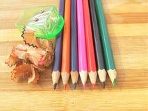 Gescherpte kleurrijke potloden Stock Afbeelding