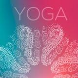 Geschetst cirkel geometrisch symmetrisch ornament over kleurrijke vage Yoga als achtergrond Stock Foto's
