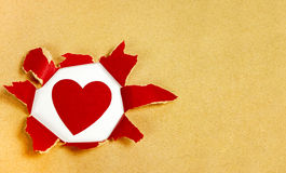 Gescheurd document met hartvorm Stock Afbeeldingen