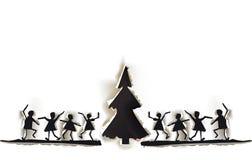 Gescheurde document achtergrond met gelukkige mensen en Kerstboom Royalty-vrije Stock Fotografie