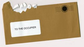 Gescheurde Open Envelop met Postzegel Royalty-vrije Stock Afbeelding