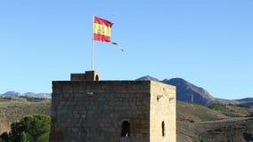 Gescheurde Spaanse vlag die op de wind golven stock video