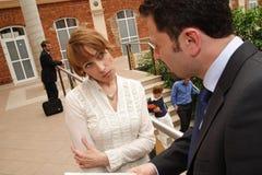 Geschäfts-Diskussions-Duo Stockfoto
