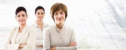 Geschäftsfahne - drei Geschäftsfrauen Lizenzfreie Stockbilder
