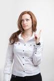 Geschäftsfrau, die eine Idee, Frauendenken zeigt Stockbild