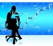 Geschäftsfrau, die Marktdaten analysiert Stockfotografie