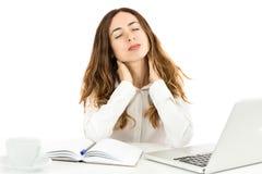 Geschäftsfrau, die Nackenschmerzen hat Stockfoto