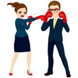 Geschäftsfrau Fighting Against Businessman Stockbilder