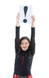 Geschäftsfrau mit einem Zeichen-Ausrufezeichen. Stockbilder