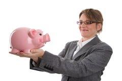 Geschäftsfrau mit Sparschwein - Frau lokalisiert auf weißem backgro Stockfotos
