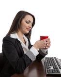 Geschäftsfrau-trinkender Kaffee Lizenzfreie Stockbilder
