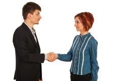 Geschäftsfrau und Mann, die Handerschütterung geben Stockfotografie