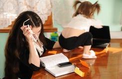 Geschäftsfrau zu Hause Stockfotografie