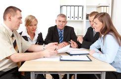 Geschäftsgruppe bei der Sitzung Lizenzfreie Stockfotografie